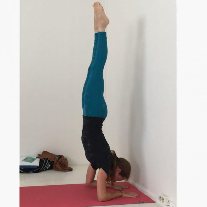 Yoga Ashtanga handstand