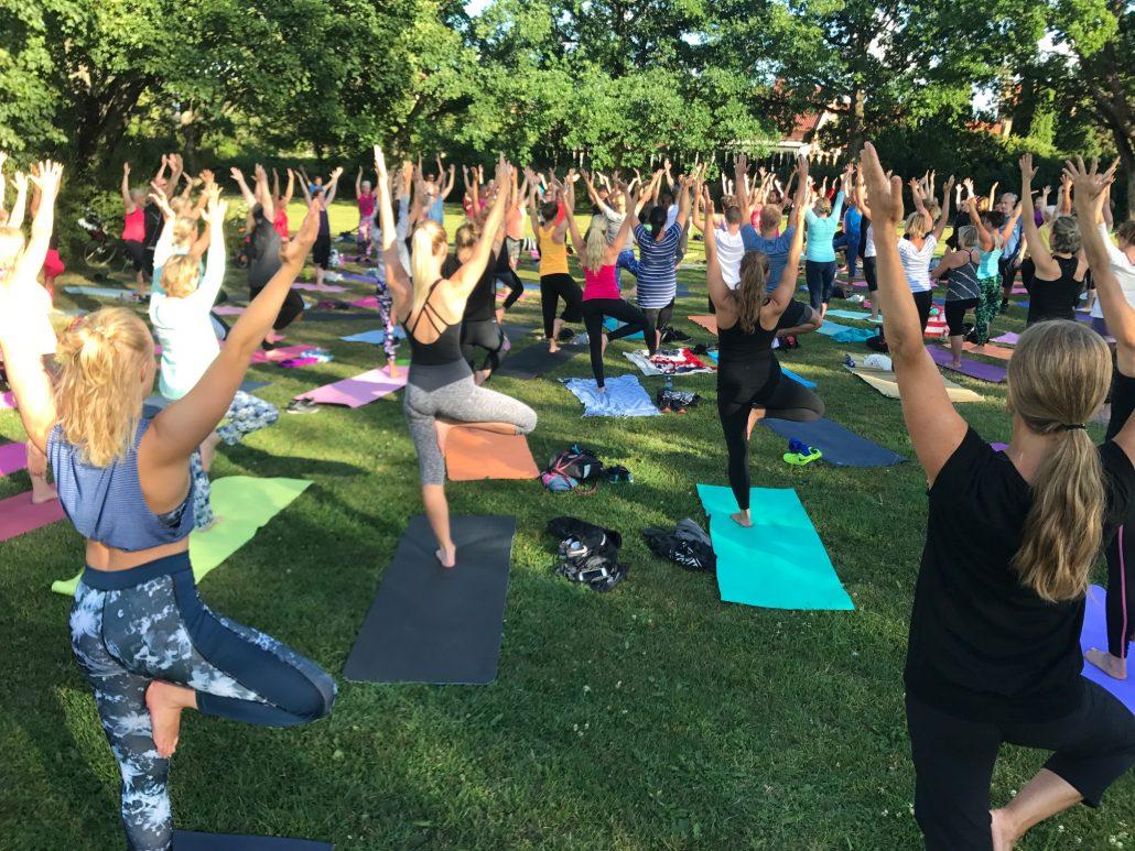 Yoga Ashtanga yogaklass sommar ute gratis